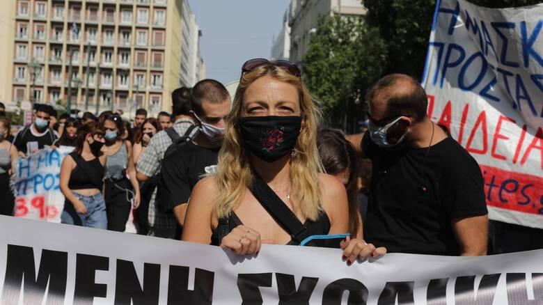 Δυναμικό «παρών» μαθητών στο πανεκπαιδευτικό συλλαλητήριο για τον κορωνοϊό