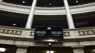 Βουλή: Στις καλένδες από την κυβέρνηση οι συμβάσεις με τη Βόρεια Μακεδονία
