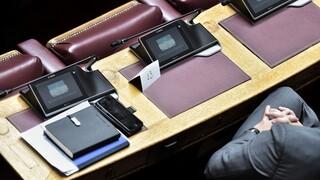 Βουλή: Επιστροφή στην επιστολική ψήφο λόγω προβλημάτων στην ηλεκτρονική διαδικασία