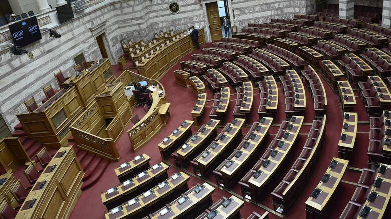 Αιχμηρή κριτική της αντιπολίτευσης στο διάγγελμα Μητσοτάκη