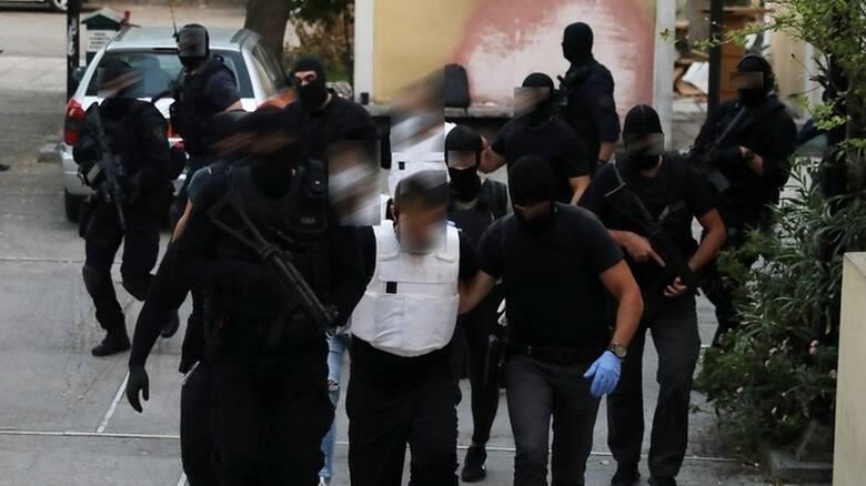 Ενώπιον του εισαγγελέα οι τρεις συλληφθέντες για τη γιάφκα στο Κουκάκι