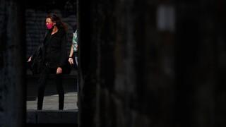 Διπλό «όχι» στο lockdown από κυβέρνηση και πολίτες - Γιατί πήρε αναβολή