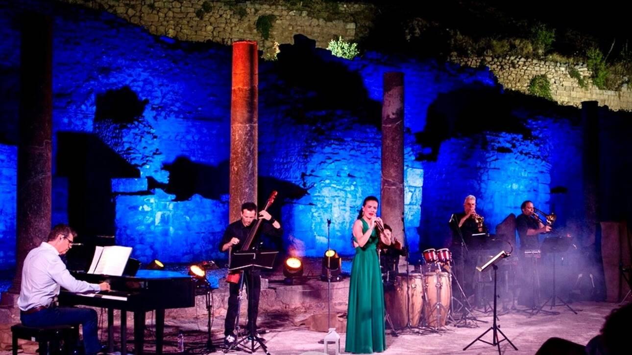 Δελφική Γιορτή με τη Φωτεινή Δάρρα: Ποίηση και σπουδαία τραγούδια σε μια ιδιαίτερη μουσική παράσταση