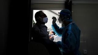 Κορωνοϊός: Εντατικοί έλεγχοι και τεστ στο κέντρο της Αθήνας - Παρόντες Κικίλιας και Τσιόδρας