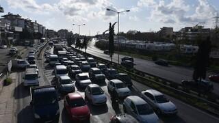 Κυκλοφοριακά προβλήματα στην Αθηνών - Λαμίας λόγω τροχαίου