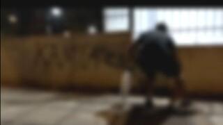 Μέλη του Ρουβίκωνα έγραψαν συνθήματα στο κέντρο επιχειρήσεων της Πολιτικής Προστασίας