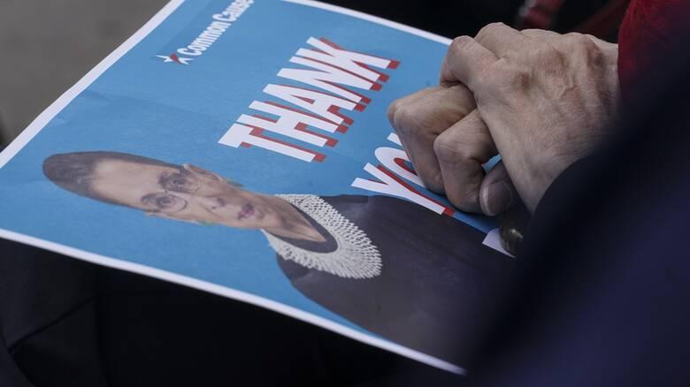 ΗΠΑ: Η Έιμι Κόνεϊ Μπάρετ στη θέση της Γκίνσμπεργκ;