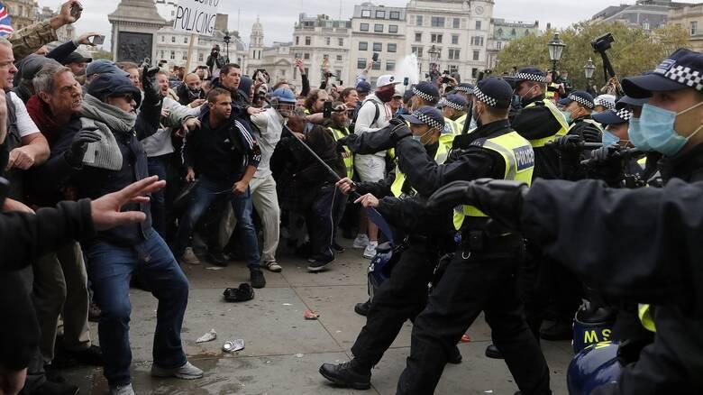 Λονδίνο: Συγκρούσεις αστυνομικών με διαδηλωτές κατά των νέων μέτρων