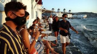 Μάσκα και σε εξωτερικούς χώρους 11 περιοχών: Ποιοι εξαιρούνται, ποια τα πρόστιμα