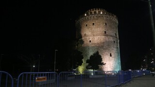 Κορωνοϊός: Μεταμεσονύκτια διαμαρτυρία - γλέντι από εστιάτορες στη Θεσσαλονίκη