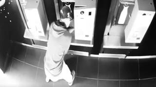 Αποκαλυπτικά βίντεο: Άδειαζε αυτόματους πωλητές – Πώς δρούσε