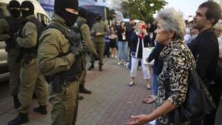 Χάους συνέχεια στη Λευκορωσία: Συλλήψεις και δακρυγόνα σε διαδήλωση κατά του Λουκασένκο