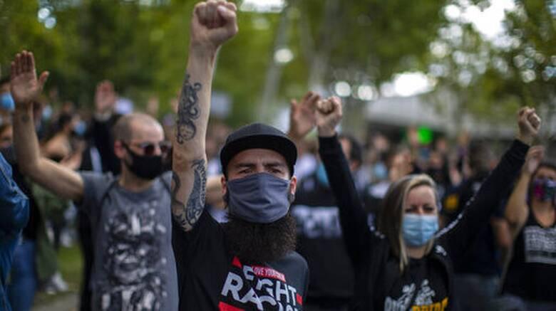 Μαδρίτη: Διαδήλωση εκατοντάδων πολιτών κατά της μερικής καραντίνας