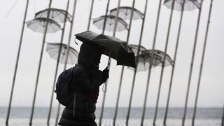Καιρός: Βροχές, σκόνη και άνεμοι σήμερα - Σε ισχύ το έκτακτο δελτίο της ΕΜΥ