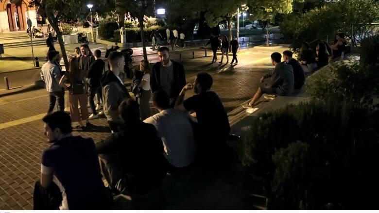 Κορωνοϊός: Η μάχη... της πλατείας και ο κίνδυνος νέων μέτρων