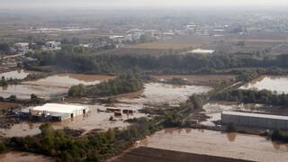 Καρδίτσα: Δικαστικοί επιμελητές επιδίδουν εξώδικα σε πληγέντες του «Ιανού»