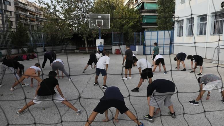 Νέο Ηράκλειο: Μάθημα στο προαύλιο για τους μαθητές του 1ου λυκείου