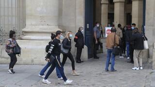 Κορωνοϊός: Οι ευρωπαϊκές χώρες ενισχύουν τα μέτρα προστασίας τους όσο αυξάνονται τα κρούσματα