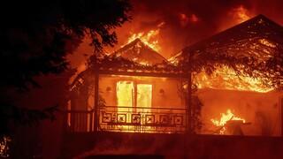 ΗΠΑ: Οι καταστροφικές πυρκαγιές Glass και Zogg μαίνονται ανεξέλεγκτες στην Καλιφόρνια