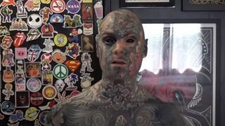 Γαλλία: Έχει τατουάζ σε όλο του το σώμα και είναι δάσκαλος σε δημοτικό σχολείο
