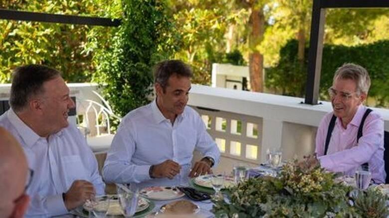 O Πομπέο ευχαρίστησε στα ελληνικά τον Μητσοτάκη για τη φιλοξενία