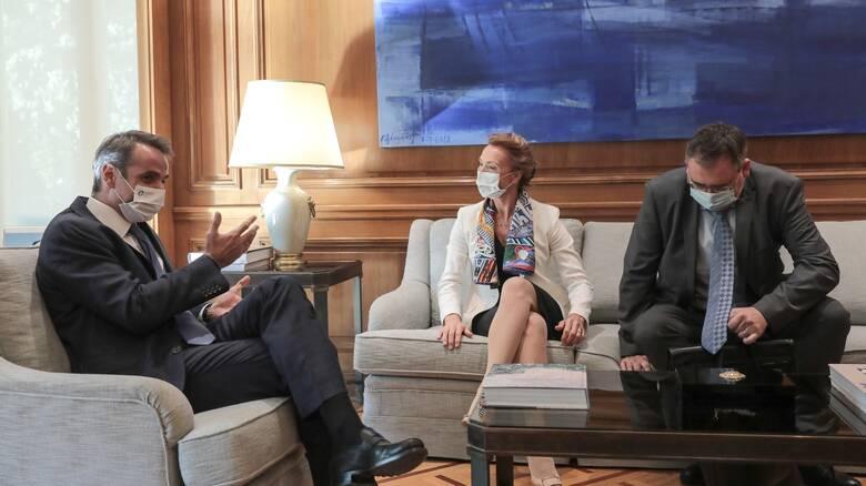 Συνάντηση Μητσοτάκη με τη γενική γραμματέα του Συμβουλίου της Ευρώπης