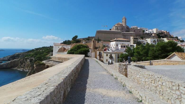 Ισπανία: Υπό μερικό lockdown η Ίμπιζα λόγω ταχείας διασποράς του κορωνοϊού