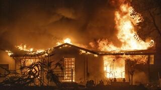 Καλιφόρνια: Τρεις νεκροί και 50.000 εκτάρια καμένης γης λόγω της πυρκαγιάς Zogg