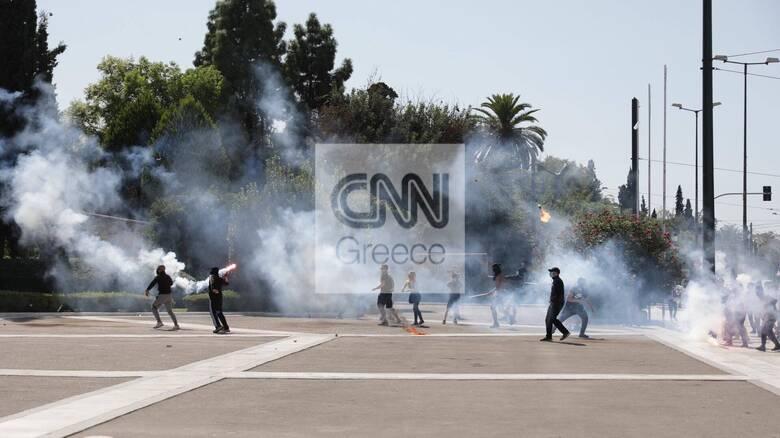 Μαθητικό συλλαλητήριο: Ένταση και μολότοφ έξω από τη Βουλή