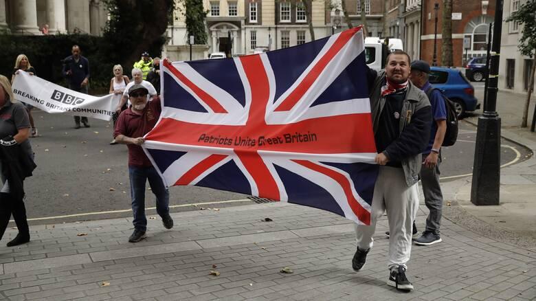 Brexit: Η Ευρωπαϊκή Ένωση ανοίγει τις «εχθροπραξίες» κατά του Ηνωμένου Βασιλείου
