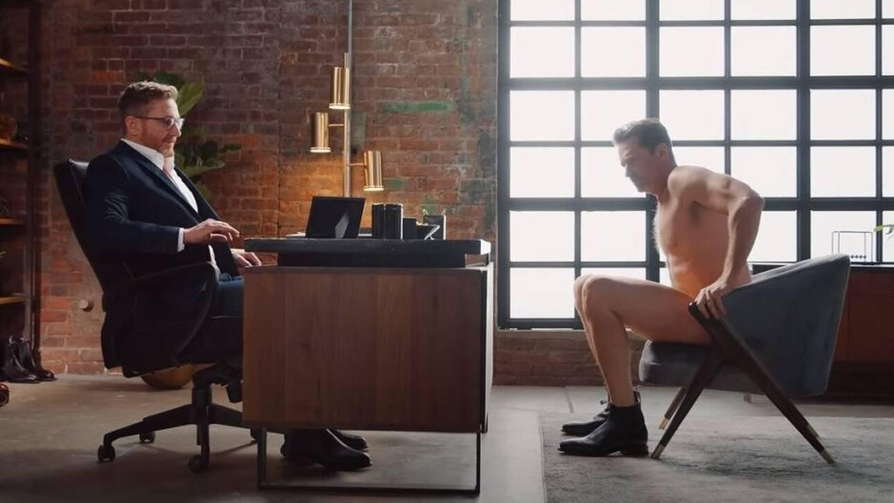 Ο Χιού Τζάκμαν διαφημίζει παπούτσια - Φορώντας μονο αυτά (vid)