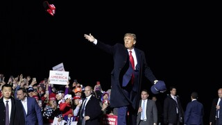 Κορωνοϊός: Αναβολή ή διαδικτυακά οι προεκλογικές συγκεντρώσεις του Τραμπ