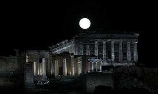 Μαγικές εικόνες της πρώτης πανσελήνου του Οκτωβρίου από Αθήνα και Σαλαμίνα