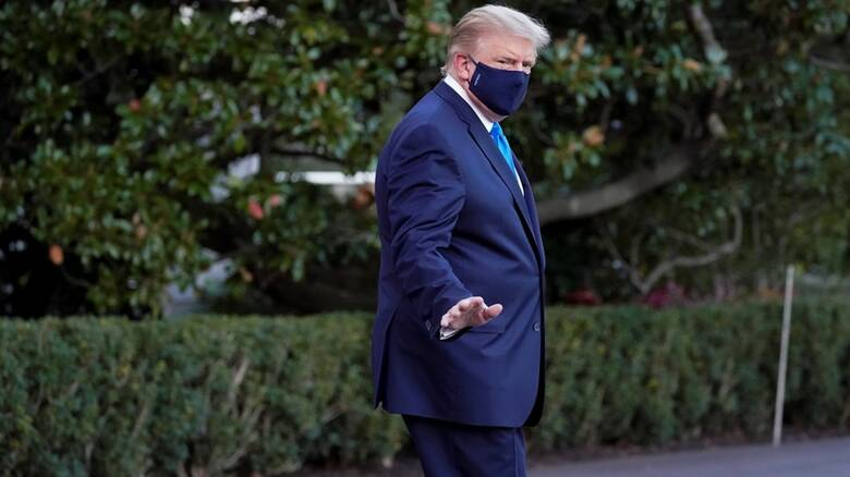 Κορωνοϊός: Με «ήπιο πυρετό» στο νοσοκομείο ο Τραμπ - Τα μηνύματα Μπάιντεν, Ομπάμα, Μπολσονάρου