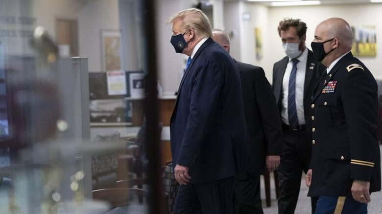 Πολυέλαιοι, αίθουσα συσκέψεων και τραπεζαρία: Μέσα στην πολυτελή σουίτα όπου νοσηλεύεται ο Τραμπ