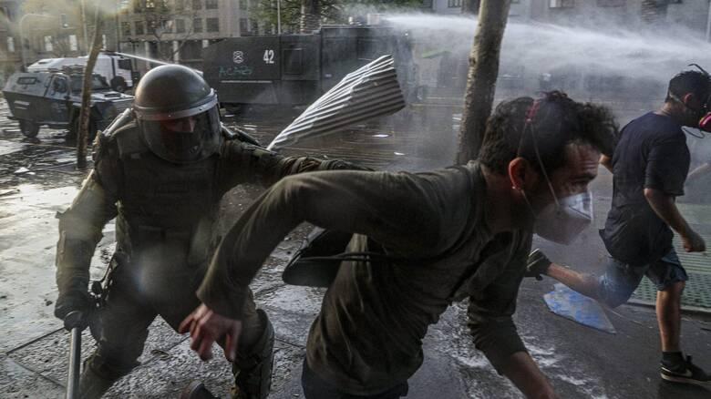 Χιλή: Ένταλμα σύλληψης σε βάρος αστυνομικού που έσπρωξε 16χρονο από γέφυρα