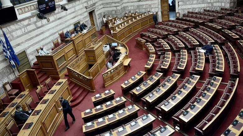 Σε συνθήκες Covid τελέστηκε ο καθιερωμένος αγιασμός στη Βουλή