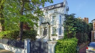 Το «μυστικό» αρχοντικό της Rihanna στο Λονδίνο είναι προς πώληση
