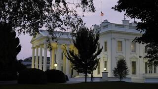 Όλοι οι άνθρωποι του προέδρου: Ποιοι από το περιβάλλον Τραμπ βρέθηκαν θετικοί και ποιοι αρνητικοί