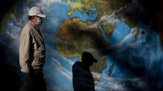 Το δεύτερο κύμα κορωνοϊού «σκεπάζει» την Ευρώπη: Κάθε μέρα όλο και πιο σκληρά μέτρα