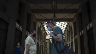 Κορωνοϊός: Στο «κόκκινο» η Αττική - Διχασμένοι οι ειδικοί για τη χρήση μάσκας παντού