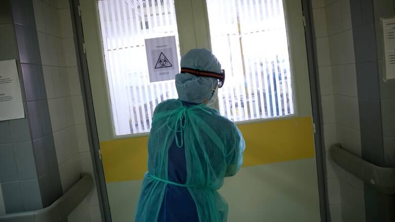 Κορωνοϊός: Τρεις νεκροί μέσα σε λίγες ώρες - 423 συνολικά τα θύματα