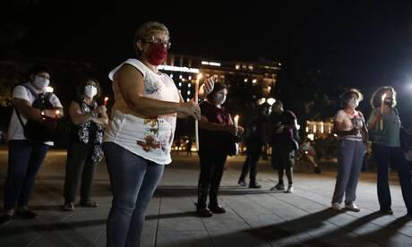 Δίκη Χρυσής Αυγής: Με ένα κερί στο Σύνταγμα προς τιμήν των θυμάτων