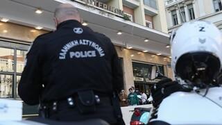 Νέα Ερυθραία: Έκλεψαν το όπλο αστυνομικού από το μηχανάκι του
