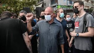 Δίκη Χρυσής Αυγής: ΕΔΕ μετά τις καταγγελίες Βαρουφάκη για εξύβριση από αστυνομικό