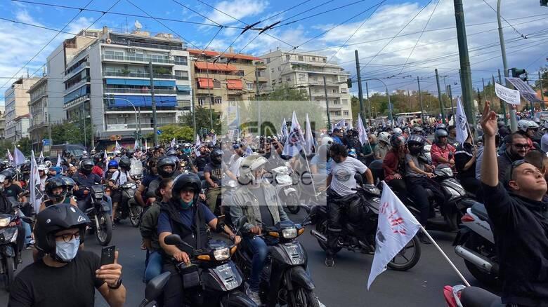 Μεγάλη μοτοπορεία των εργαζομένων με δίκυκλο στο κέντρο της Αθήνας