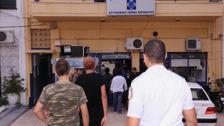 Δίκη Χρυσής Αυγής: Βιάστηκαν να πάνε να παραδοθούν δύο στελέχη της εγκληματικής οργάνωσης