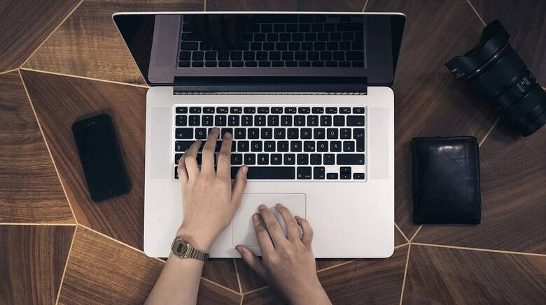 Αυξήθηκαν τα φαινόμενα σεξουαλικού εκβιασμού μέσω Διαδικτύου