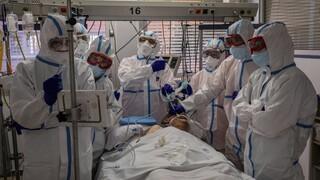 Κορωνοϊός: Από εξάντληση ή κατάθλιψη υποφέρουν οι νοσηλευτές