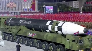 Η Βόρεια Κορέα παρουσίασε έναν μεγάλο διηπειρωτικό πύραυλο